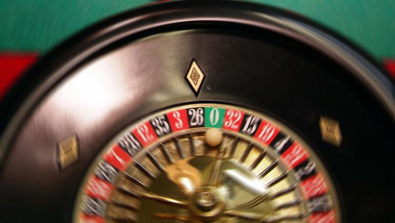Спробуйте пограти з живими ділерами у Роял Вегас казино
